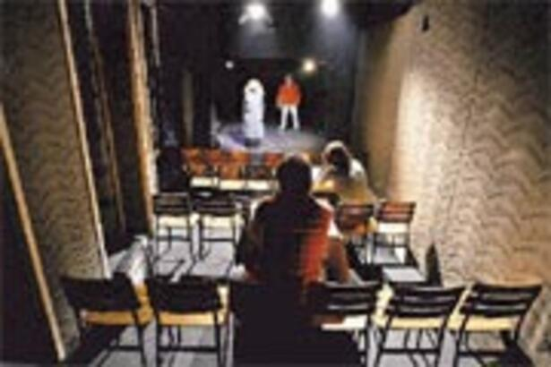 Alt katınızda bir tiyatro sahnesi olabilir