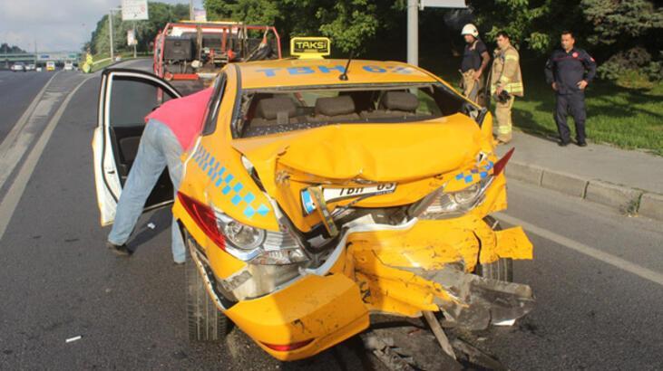 E-5'te taksi ile minibüs çarpıştı