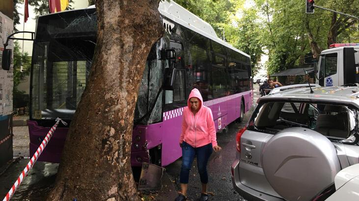 Belediye otobüsü önce cipe ardından da ağaca çarptı! Yaralılar var...