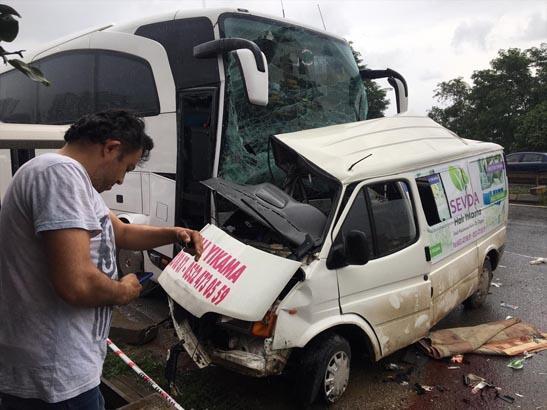 Son dakika: Yolcu otobüsü minibüse çarptı! Çok sayıda ölü ve yaralı var