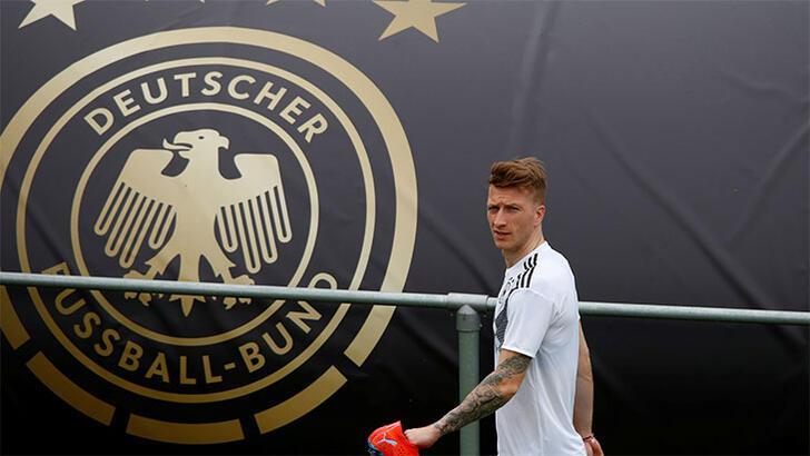 En iyi futbolcu: Reus, En iyi teknik direktör: Jurgen Klopp