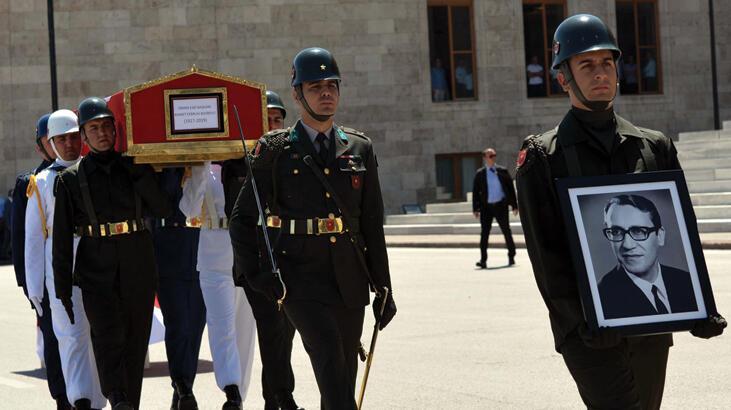 Eski Meclis Başkanı Bozbeyli için TBMM'de cenaze töreni düzenlendi