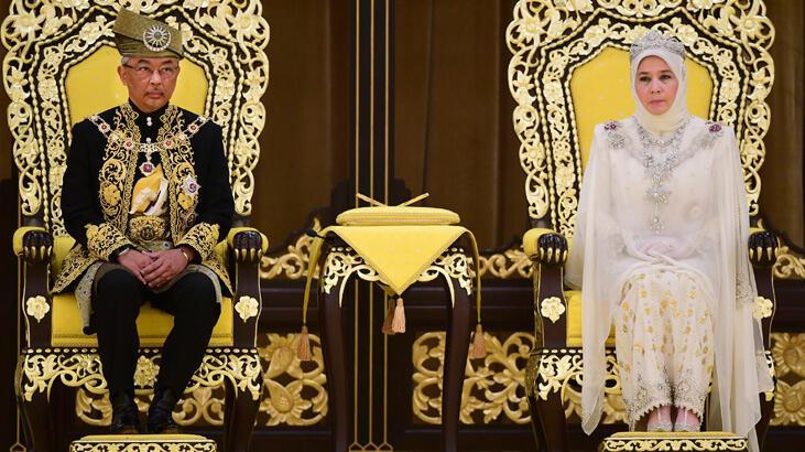 Malezya'da yeni kral tacını giydi