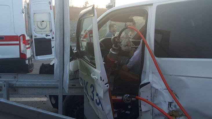 Sultangazi'de İETT otobüsü minibüse çarptı!