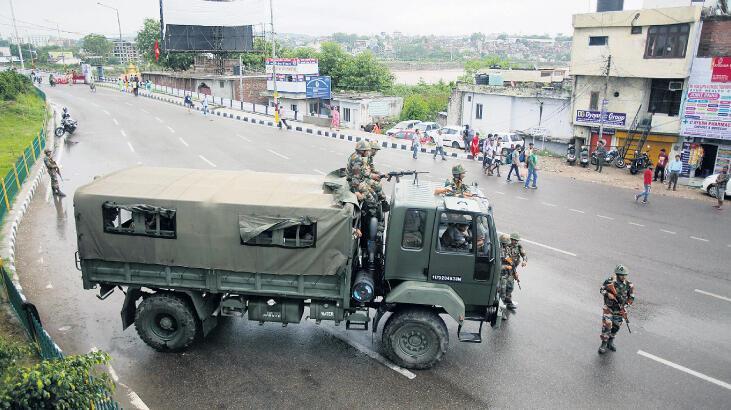 Keşmir'de tehlikeli adım