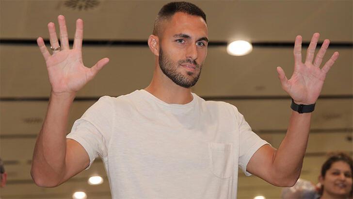 Beşiktaş'ın yeni transferi Victor Ruiz, İstanbul'a geldi!