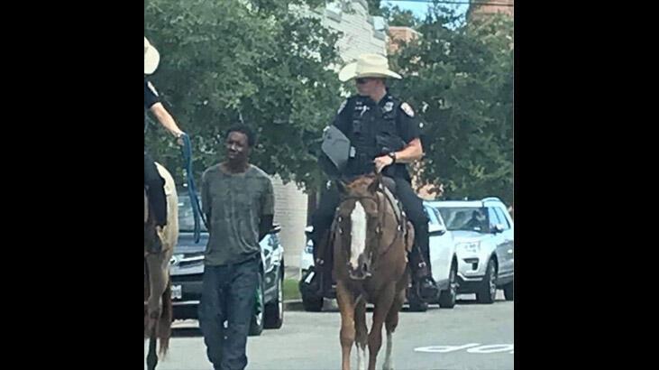 Siyah bir adamı bağlayarak yürüten Teksas polisi özür diledi