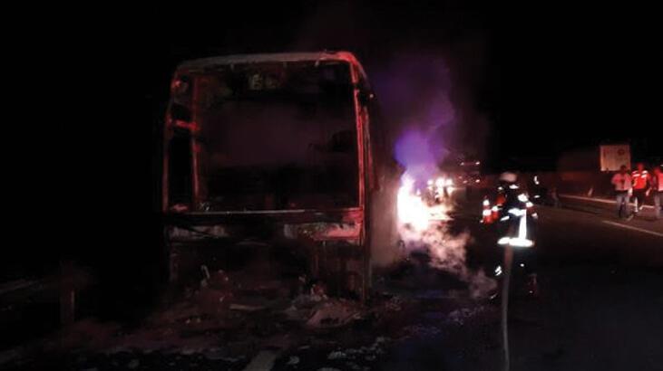 Otobüs yandı! 40 yolcu son anda kurtarıldı