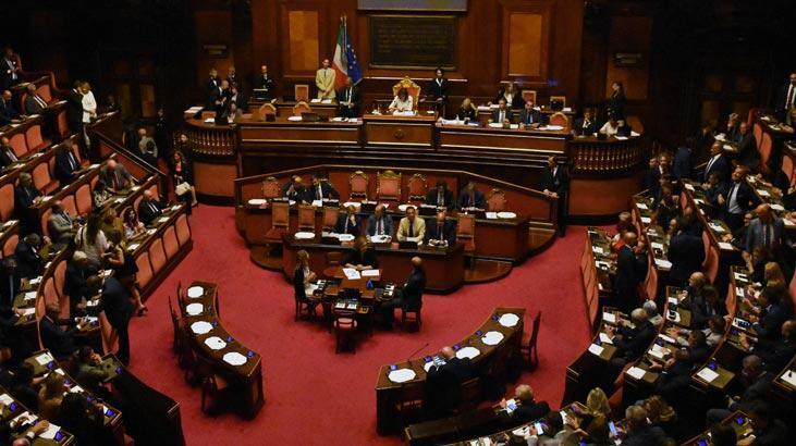 İtalya'da hükümet krizi karşılıklı açıklamalarla sürüyor