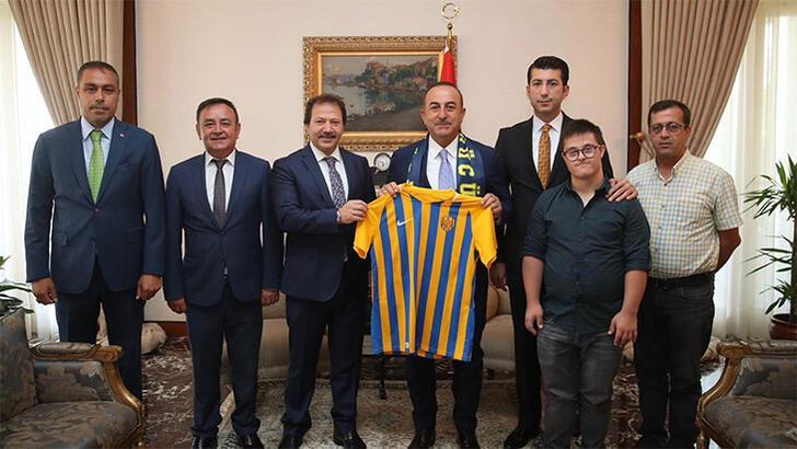 Ankaragücü Başkanı Yiğiner'den Dışişleri Bakanı Çavuşoğlu'na ziyaret