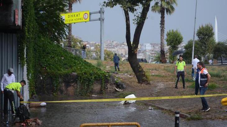 Son dakika: Unkapanı köprü altında biriken sudan bir kişinin cesedi çıktı