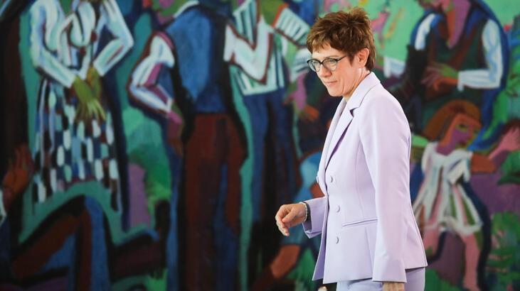Almanya eski istihbarat başkanı partisinden ihraç edilebilir