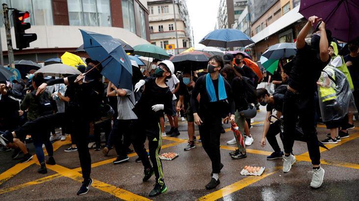 Hong Kong'da karşılıklı protestolar