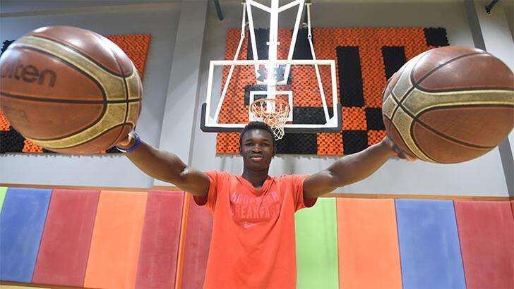 Adem Bona en iyi 5'e seçildi