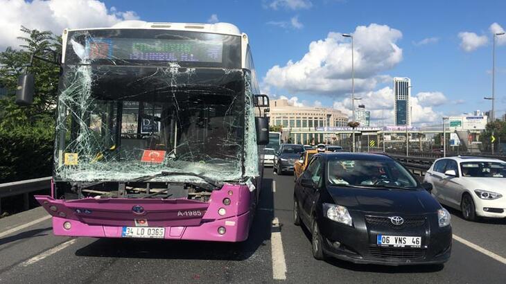 Son dakika... Halk otobüsü kaza yaptı! Trafik durma noktasına geldi