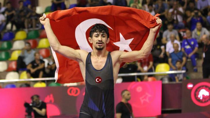 Kerem Kamal'dan altın madalya!