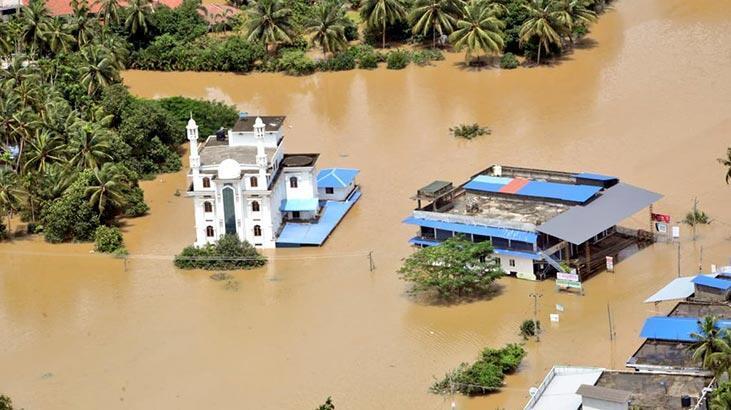 Hindistan'da aşırı yağışların bilançosu artıyor