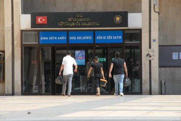 Diyarbakır Büyükşehir Belediyesi'nde 29 memur görevden alındı!