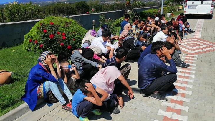 18 koltuklu minibüsten 54 mülteci çıktı!