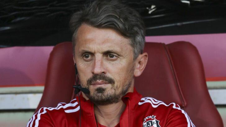 Beşiktaş, Orhan Ak'ın istifasını kabul ettiğini açıkladı.