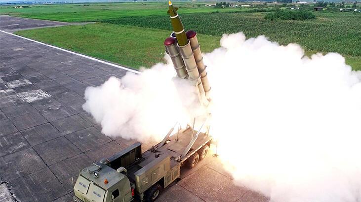 """KuzeyKore, yeni """"süper büyük"""" çoklu füze fırlatma sistemini denedi"""