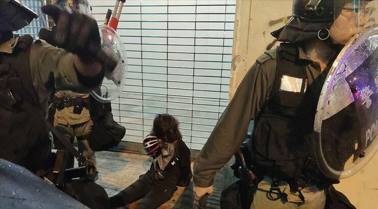Hong Kong'daki protestolarda yeni gözaltılar