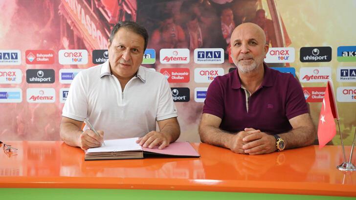 Alanyaspor, Bahçeşehir Okulları ile sözleşme yeniledi