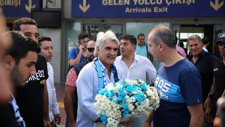 Adana Demirspor taraftarından Tütüneker'e karşılama