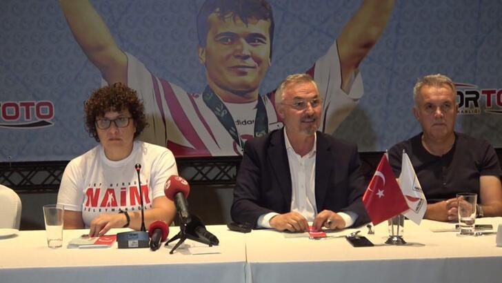 Naim Süleymanoğlu'nun film ve kitap tanıtım toplantısı yapıldı