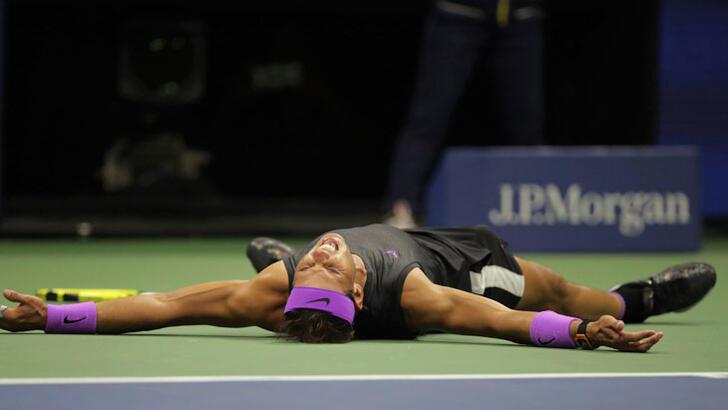 Nadal, Federer'in ensesinde! Rekora yakın...