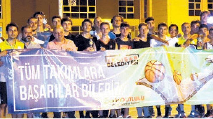 Egeliler sokakta basketbolla buluştu