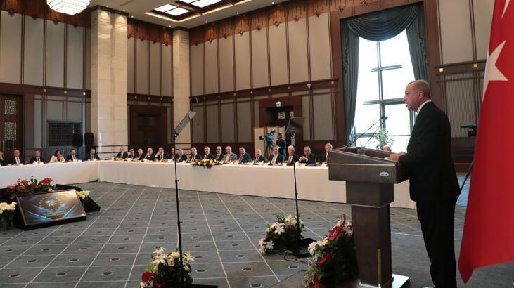 Cumhurbaşkanı Erdoğan büyükşehir belediye başkanlarına seslendi: Yakından izliyorum
