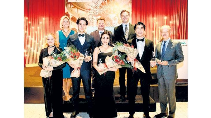 Opera ödülleri verildi