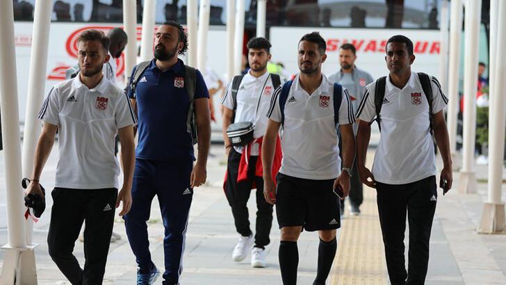 Sivasspor kafilesi İstanbul'a gitti! İşte kadro...