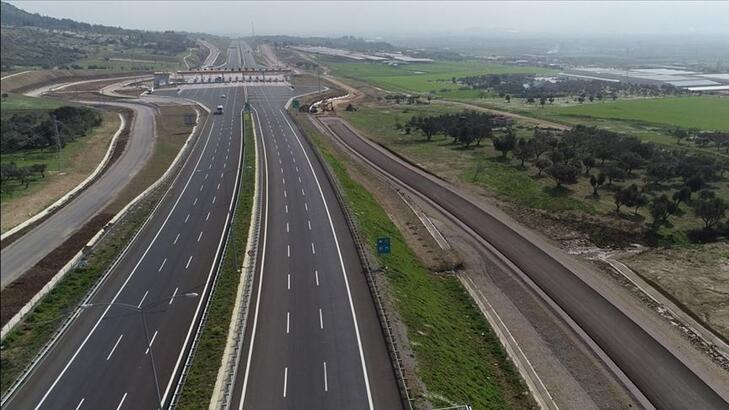 Bakan Turhan İstanbul-İzmir Otoyolu'ndan geçen araç sayısını açıkladı