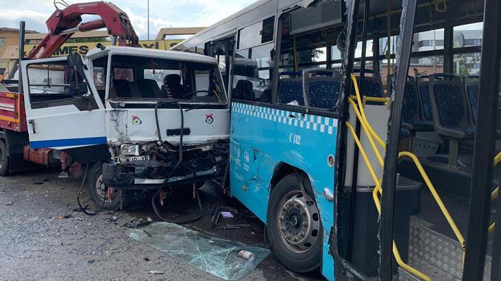 İstanbul'da kamyon halk otobüsüne çarptı!