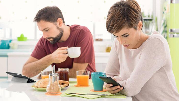 Sosyal medyada çok paylaşım yapan çiftler gerçekten mutlu mu?
