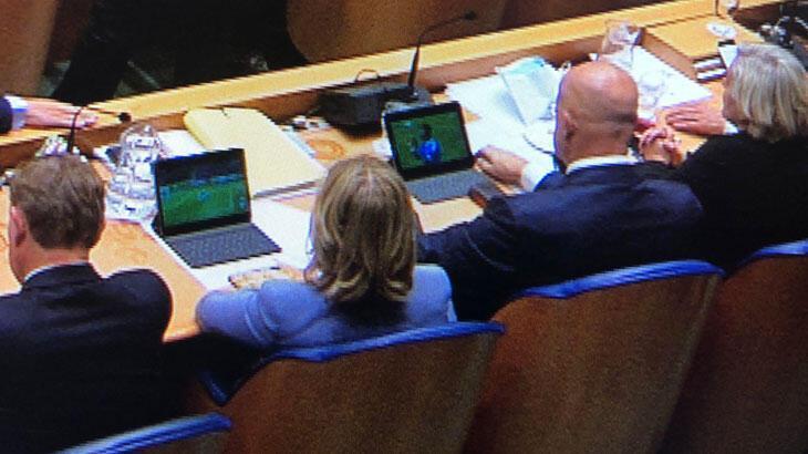 Başbakan konuşurken, bakanlar maç izledi