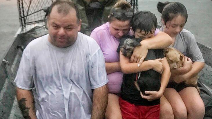 Teksas'ı tropikal fırtına vurdu