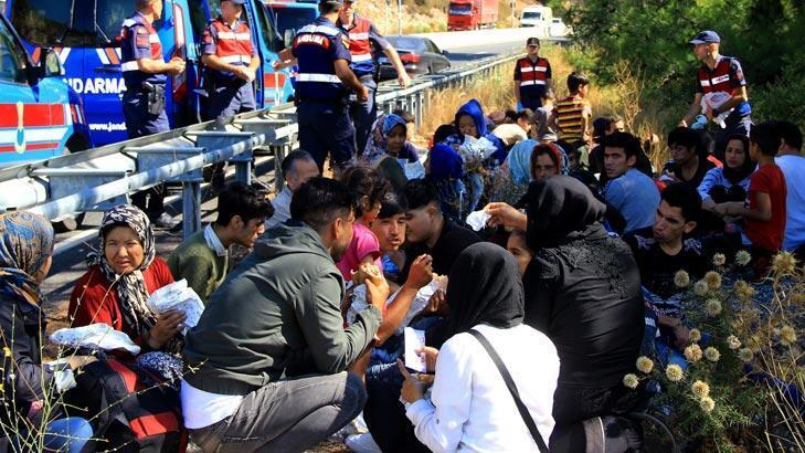 Mülteciler kaza yaptı! Organizatör 48 bin dolarla kaçtı