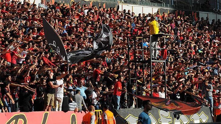 Eskişehirspor'da taraftar desteği sürüyor