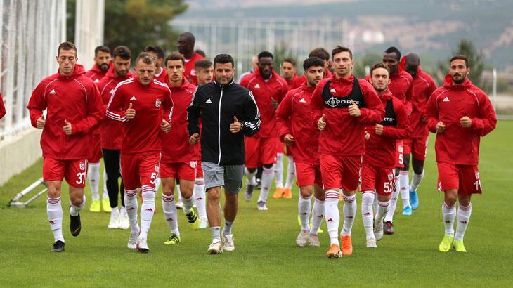Sivasspor kafilesi Antalya'ya gitti
