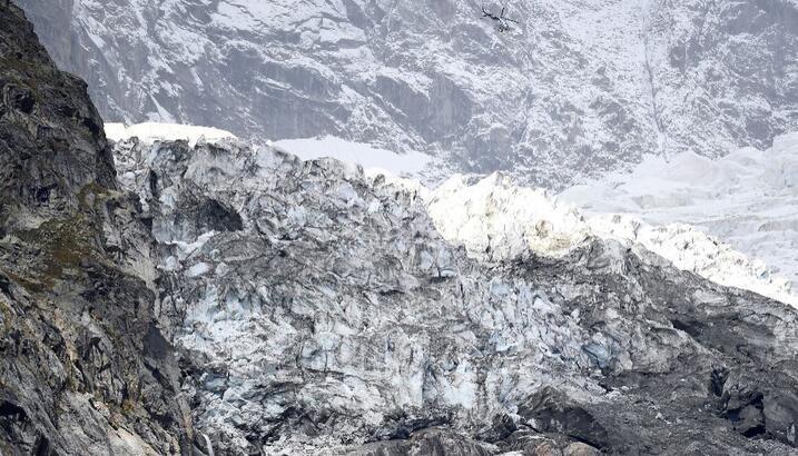 Avrupa'nın en yüksek tepesindeki buz kütlesi kayıyor