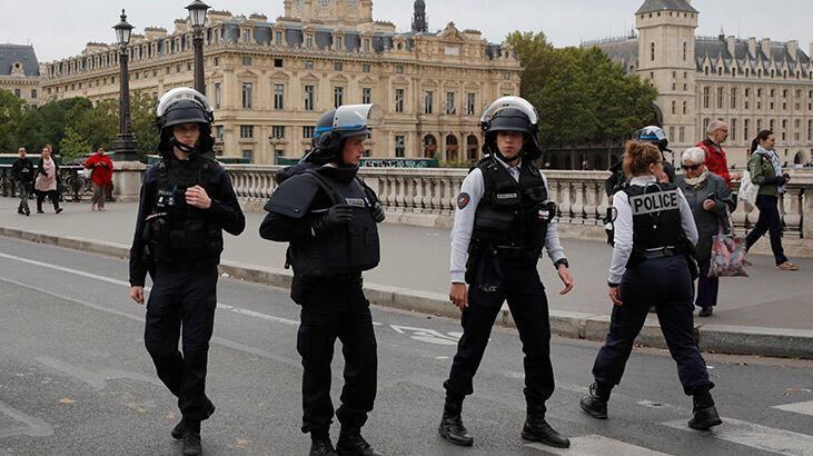 Son dakika... Paris'te polislere saldırı!