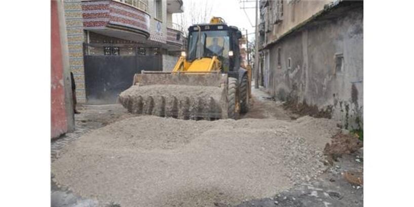 CİZRE'DE HENDEK KAPATMA ÇALIŞMALARI DEVAM EDİYOR