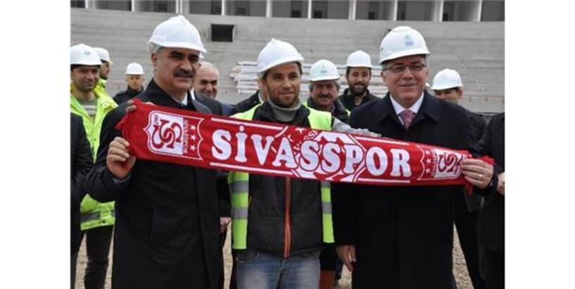 TOKİ başkanı Turan, Türkiye'nin ilk 'ekolojik stadı'nı inceledi