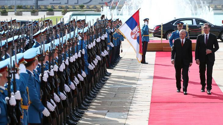 Cumhurbaşkanı Erdoğan Sırbistan'da resmi törenle karşılandı