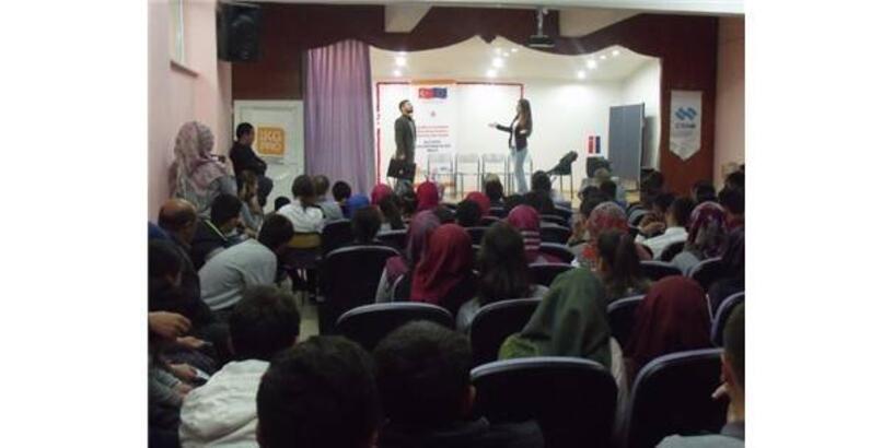 20 OKULDA 3 BİN ÖĞRENCİYE 'TİYATRO GÖSTERİSİ'