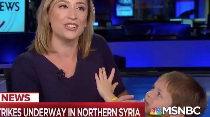Çocuğu canlı yayına girdi, spiker ne yapacağını bilemedi