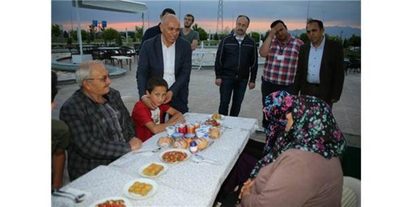 Karaman Belediyesi, Öksüz Ve Yetimlere İftar Yemeği Verdi